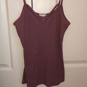 Cute and fitted maroon crop top